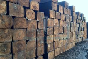 Шпала деревянная